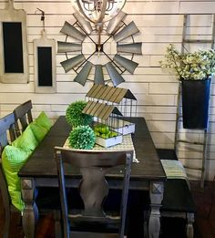 Pantone color of the year decor for the win! Loving this fresh greenery look for spring. 💚🌿