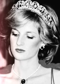 But people everywhere, not just here in Britain, kept faith with Princess Diana. Real Princess, Princess Of Wales, Gorgeous Women, Most Beautiful, Diana Williams, Silver Tiara, Social Pictures, Diana Fashion, Princes Diana
