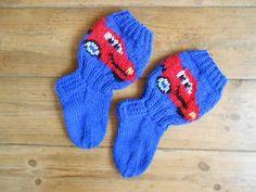 Salama McQueen sukat Salama, Mcqueen, Gloves, Socks, Knitting, Fashion, Baby Knitting, Moda, Tricot