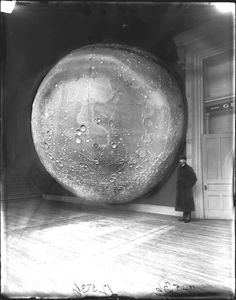 1898 photograph of Thomas Dickert and Johann Friedrich Julius Schmidt's model moon, which was constructed of 116 sections of plaster on a framework of wood and metal. Location: Chicago's Field Columbian Museum. Vintage Photography, White Photography, Night Photography, Fashion Photography, Chicago C, Chicago Illinois, Chicago Museums, Historia Natural, Field Museum