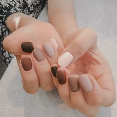 Extend fashion to your nails with nail art designs. Worn by fashion-forward celebrities, these types of nail designs will add instant charm to your wardrobe. Matte Nail Art, Acrylic Nails, Coffin Nails, Gradient Nails, Acrylic Art, Stiletto Nails, Matte Gel Nails, Colour Gradient, Neutral Nail Polish