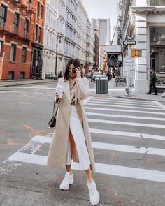 Trench Coat Outfit For Spring Street Style Outfits, Mode Outfits, Trendy Outfits, Fashion Over, 90s Fashion, Korean Fashion, Fashion Trends, Fashion Coat, Classy Fashion
