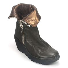 The Fly London Yex is a hip, trendy, leather wedge that will catch everyone's eye this fall. This beautifully stylish ankle boot has a fold-over cuff around the top, which can be worn zipped up or dow