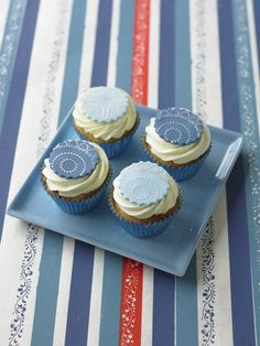 #CakeDecorating #Stencilled #Cupcake #Toppers Elegant design! #LearnWithUs #Issue16