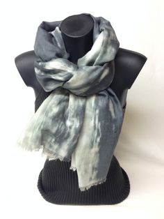 Sciarpa in lana e cotone stampata. Printed new wool and cotton scarf. www.millenium-srl.it