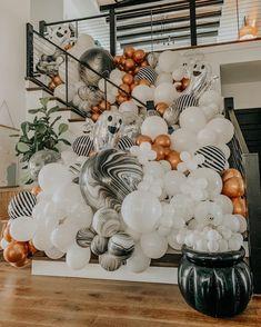 Halloween Home Decor, Holidays Halloween, Halloween Themes, Happy Halloween, Halloween Decorations, Pink Halloween, Halloween Balloons, Birthday Balloons, Balloon Garland