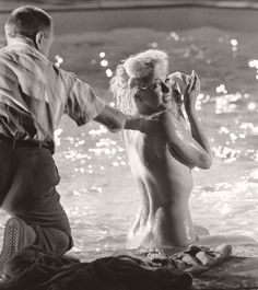 marilyn-monroe-in-the-pool-by-lawrence-schiller-1962-09