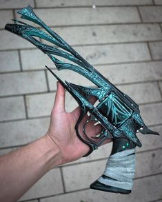 A sub dedicated to the many looks of Destiny, a fantastic FPSRPGMMO from Bungie. Ninja Weapons, Anime Weapons, Sci Fi Weapons, Weapon Concept Art, Weapons Guns, Fantasy Weapons, Cosplay Weapons, Destiny Cosplay, Hidden Weapons