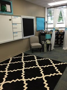 Mrs. Patton's Patch: An Organized and Cozy Classroom Library