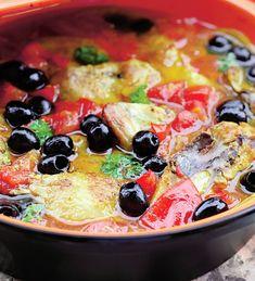 Cea mai buna mancare pe care o poti face dintr-un pui Romanian Food, Hungarian Recipes, Gordon Ramsay, Fruit Salad, Vegetable Pizza, Food To Make, Food And Drink, Chicken, Cooking
