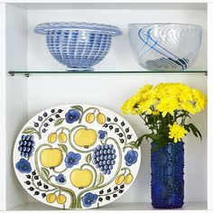 Don't you just love yellow and blue together ? Arabia Paratiisi plate and blue Grapponia vase. from Astialiisa Online. Nordic Vintage from Finland  www.astialiisa.com  #アラビアフィンランド #北欧ヴィンテージ #北欧ヴィンテージ食器 #北欧食器#nordicdishes #nordicvintage #vintagedishes #レトロ食器 #ヴィンテージ食器 #Finnishdesign#nannystill #still #riihimäenlasi  #riihimäki #finnishglass #designglass #nordicdesign #scandidesign#ナニースティル