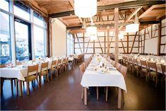Der Landhof Kemmler hat einen umgebaute Scheune, hier kann mann wundervoll heiraten. Tischdekoration für Hochzeiten