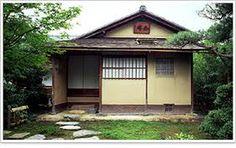 如庵(じょあん)(愛知県)  如庵(犬山市)は、17世紀にもと建仁寺内に造立された、大小五つの窓や躙口(にじりぐち)の配置が特徴的な茶室である。  織田有楽斎(信長の弟)の茶室です。