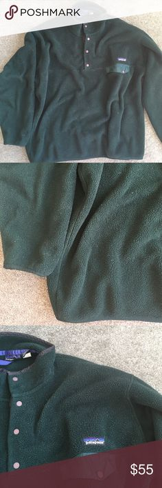 Greeen Patagonia fleece Super cozy Patagonia fleece. The color is true to the first picture! The only flaw is the scuff in the last picture. Which is super small. The size of a pea. 20% off bundles and excepting all reasonable offers Patagonia Sweaters
