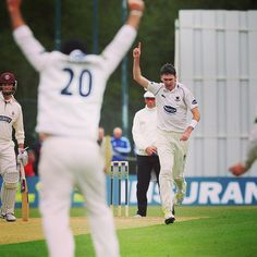 Steve Magoffin's career-best 8-20 helped Sussex dismiss Somerset for 75! Magsy is 21no at stumps