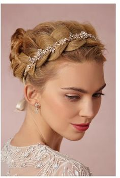 Wauw! http://www.bhldn.com/bride-veils-headpieces-halos-headbands/pearl-petal-halo?upsell=1