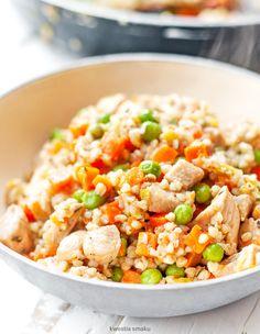 Kaszotto z kurczakiem, marchewką i groszkiem Fried Rice, Fries, Lunch, Ethnic Recipes, Food, Heaven, Instagram, Diet, Sky