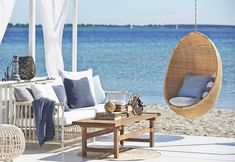 Wonder how to achieve #beachwibes in to your home? Simple , try introducing more pieces made out of natural materials! Stay with Wite and #Mediterranean Sea blu colors ! Chaise Diy, Chaise Ikea, Ikea Chair, Diy Chair, Swivel Chair, Chair Cushions, Diy Outdoor Furniture, Unique Furniture, Furniture Design