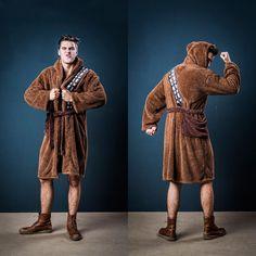 Accappatoio Star Wars – Chewbacca. Con tutto quel pelo ha bisogno di un accappatoio? Se serve a lui, figuriamoci a noi! Accappatoio ispirato a Chewbacca!