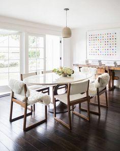 esszimmertisch mit stühlen skandinavische möbel holzboden dänisches design