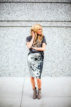 25 funkelnde Pailletten-Outfits, um die Party Damn Hardly zu rocken J Collection, Sequin Pencil Skirt, Sequin Outfit, Best Mate, Old Love, Party, Night Out, Lace Skirt, Graphic Tees