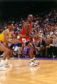 Air Jordan Vi, Jordan 23, Bulls Basketball, Basketball Shoes, Mens Nike Air, Nike Men, Jordan Bulls, Michael Jordan Basketball, New Man