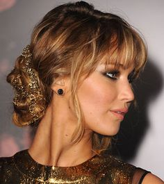 3 New Year's Eve Hairstyles You Can Do In 10 Minutes - Daily Makeover