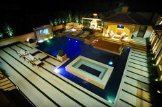 Private Residence - Modern Pool & Garden modern pool