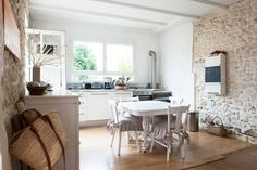 Regardez ce logement incroyable sur Airbnb : Belle maison en pierre, jardin clos - maisons à louer à La Tremblade