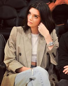 #KendallJenner watching sports is me watching sports 🏀 Link in bio to see more of Kendall supporting maybe-boyfriend Blake Griffin at his game last night.