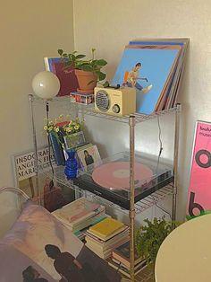 Cute Room Ideas, Cute Room Decor, Room Ideas Bedroom, Bedroom Decor, Bedroom Inspo, Indie Room, Retro Room, Aesthetic Room Decor, Aesthetic Indie