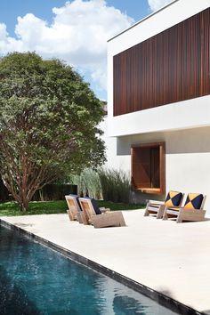 Modern vision by Studio Guilherme Torres: AH House