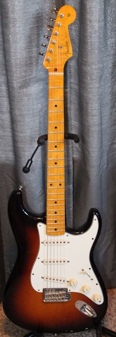 A rare real beauty..... Only 327 of these guitars were made in 2012. Fender FSR (Factory Special Run) Classic Player 50s Stratocaster. Beautiful Flamed/figured
