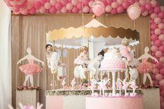 Esta festa foi produzida pela GR Kids para comemorar o aniversário de duas irmãs de opiniões fortes! Gabriela, de 3 anos, queria bonecas e muito rosa. E Lu
