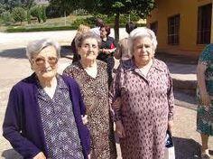 señoras mayores ,como las del anuncio de #creemosenlassegundasoportunidades de cash converters