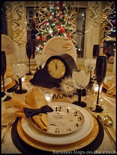 Elegant New Year's Eve Table Setting. Absolutely love the clock and gold plates!