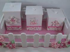 Kit Higiene bebê em mdf composto por 4 peças e ornamentados com fuxicos.   Estampas conforme disponibilidade, by Rancho do Artesanato