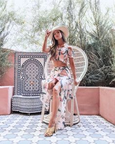 """Pamela Cortes-Roemer on Instagram: """"OASIS 🌴🌴🌴 (d. Lee Chang-dong) Los saludo desde Palm Springs que es, literalmente, un oasis en medio del desierto. Me estoy quedando en un…"""" Sands Hotel, Pamela, Marrakech, Palm Springs, Coachella, Oasis, Trips, Dress Up, Cover Up"""