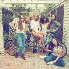 How Taylor Swift Does Girl Gang Style in Real Life: Lorde, Lena Dunham, and the BFF Look