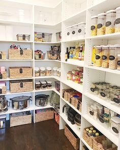 41 Catchy Kitchen Pantry Design Ideas - ZYHOMY One of the hallmarks of good housekeeping is having an organized pantry. This particular art and science is centered mainly … Kitchen Organization Pantry, Pantry Storage, Home Organization, Kitchen Storage, Organized Kitchen, Pantry Ideas, Pantry Room, Pantry Closet, Kitchen Pantry Design