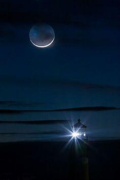"""""""Su luz y el silencio hasta no reconocerse,  hasta sobrevivir a la ausencia…"""""""