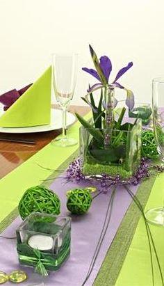 #Tischdeko grün und lila, festliche Tischdekoration selbst gestalten. Die 360° Ansicht von diesem Tisch kannst Du Dir hier ansehen: http://www.trendmarkt24.de/dekoartikel.tischdeko.tischdeko-nach-farben.tischdeko-gruen.tischdeko-gruen-lila.tischdeko-gruen-lila-festlich.html#p