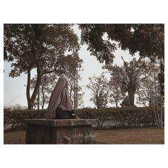 ATATAN SORE  Hari ini lagi-lagi aku selalu diingatkan, bagaimana aku  harus bersyukur setiap waktu untuk nikmat lahir dari rahim seorang Muslim Girls, Niqab, Hijab Fashion, Islam, Religion, Veil, Panda, Photography, Outdoor