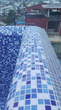 Lightstreams Glass Pool Tile | Peacock Blue C Atherton   Like The  Mirrored Tiles Interspersed With The Blue | Cool Pools | Pinterest | Glass  Pool, ...