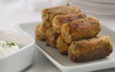 Κροκέτες λαχανικών με σάλτσα γιαουρτιού Baked Potato, Pork, Food And Drink, Turkey, Appetizers, Potatoes, Snacks, Chicken, Meat