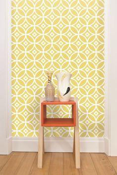 Beautifully cheerful Layla Faye Daisy Chain wallpaper design.