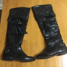Bakers size 71/2 OTK boots with remvble tassles Leather size 71/2 Over The Knee boots small heel so comfortable detachable tassles zipper closure fit and look trendy and ur ideal everyday boot -worn once Bakers Shoes Over the Knee Boots