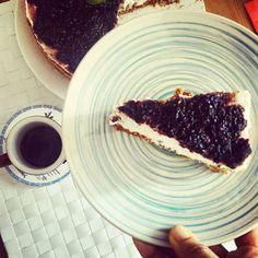 Un buongiorno strepitoso .... Sogno goloso continua! Cheescake frutti rossi e cioccolato.... Venite a fare colazione con me? 😊👍🍰🍒🍓 #ricettasulblog #cheescake #redfruits #buongiornogente #buongiornogolosoni #chiacchiereacolazione #colazioneitaliana #secucinatevoi #rdd_food #goodfoods #lamiacucina #dolcivisioni #dolcesalato #paneangeli #gusciduovo #eggshell #pocket_food #italianbreakfast #instabreakfast #instafoodblogger #infinity_coffeebreak #ilbuongiornosivededalmattino #incucina…