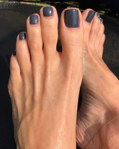Installation of acrylic or gel nails - My Nails Pretty Toe Nails, Cute Toe Nails, Pretty Toes, Black Toe Nails, Toe Nail Color, Nail Colors, Sinful Colors, Pedicure Colors, Pedicure Nails
