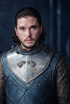 Kit Harington revealed why his 'Game of Thrones' character Jon Snow wore a man bun in the show's sixth season. The character's hair does inform plot. John Snow, Got Jon Snow, Game Of Thrones Theories, Game Of Thrones Facts, Game Of Thrones Funny, Kit Harington, Winter Is Here, Winter Is Coming, Got Characters
